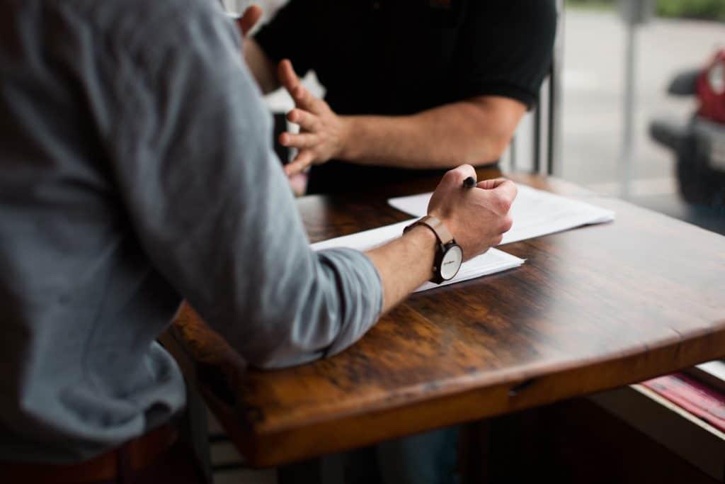 Aprèsa avoir réussi votre concours, vous allez chercher votre futur employeur. Et vous aller passer des entretiens d'embauche. Il est important de vous metter en valeur et démonter votre attachement au service public.