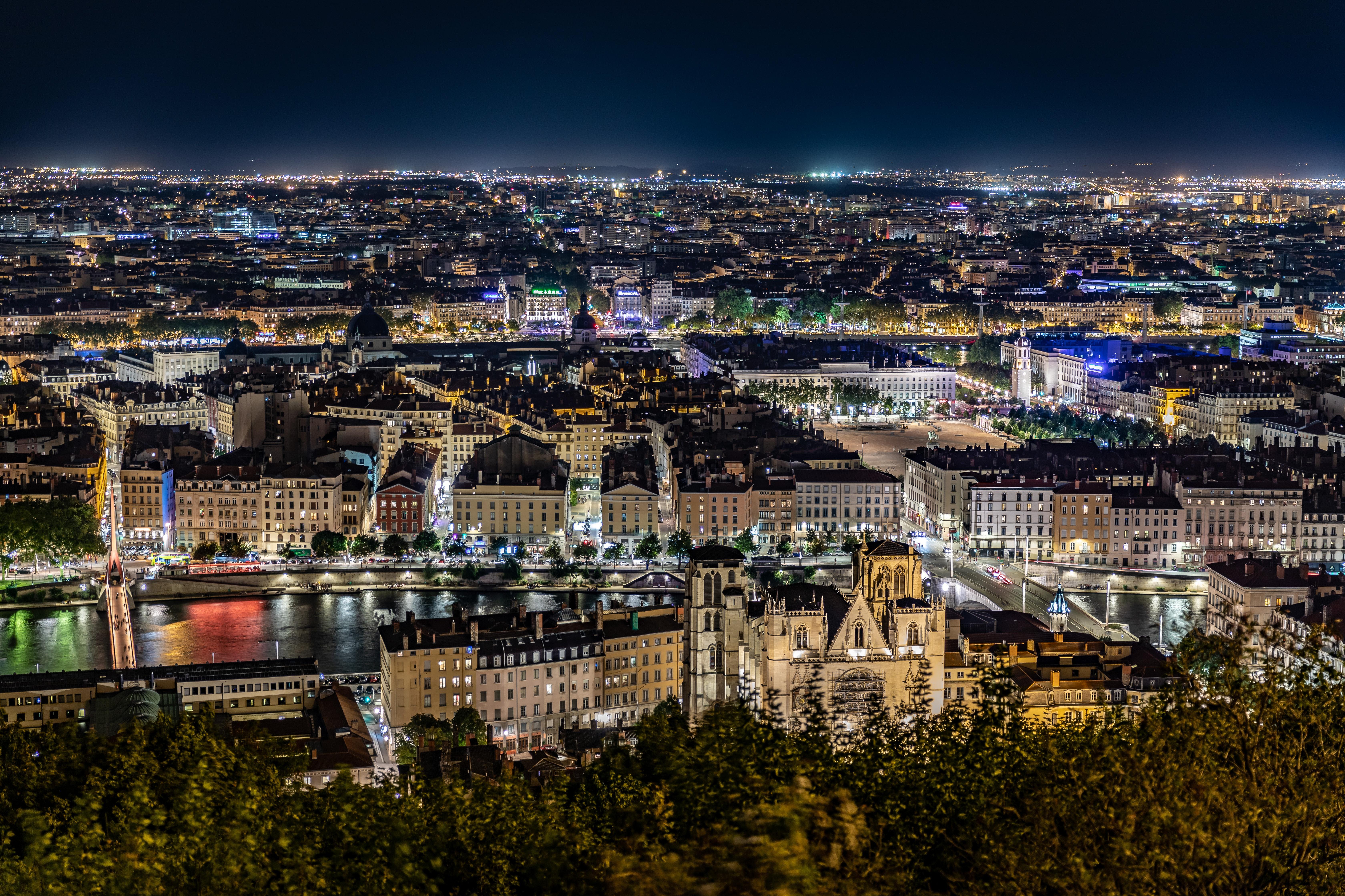 Lyon, ville Lumière : idéal pour le concours d'attaché ?